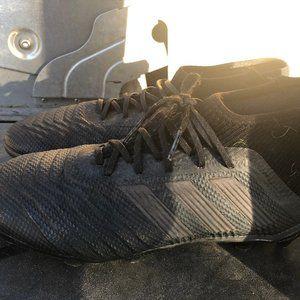 Adidas Predator Boy's Black/Gray Cleats Size 4